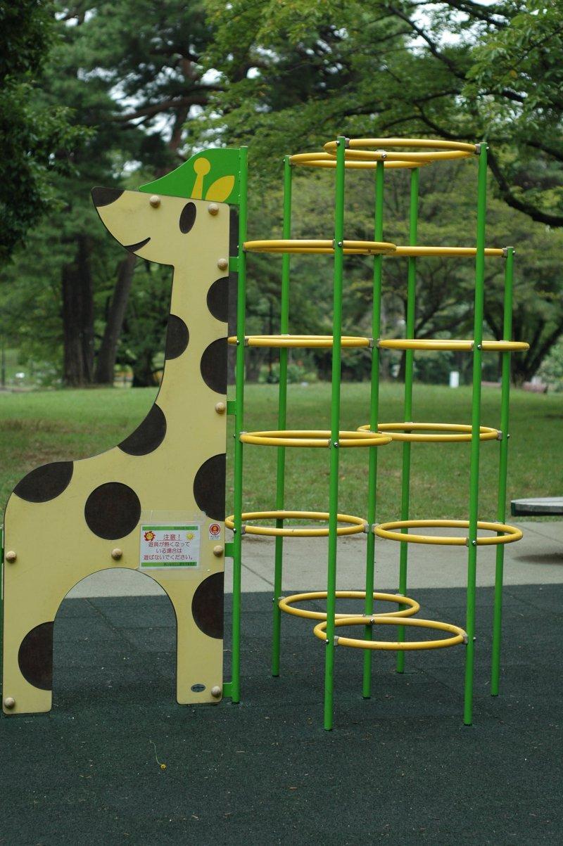 <p>Playground fun for kids at Inariyama-koen.</p>