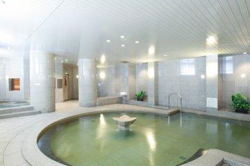 <p>Natural hot springs &quot;Park Side Spa&quot;</p>