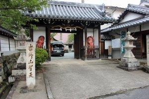 The gate to Sakuramotobo