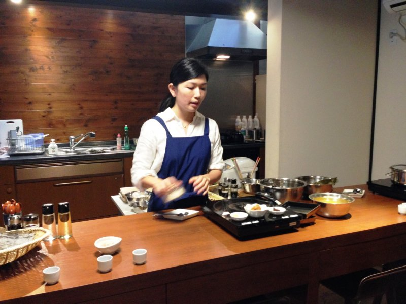 Akiho-san is one of 7 chefs at Cooking Sun. You'll usually be split into teams of two people and you can expect a lot of fun!