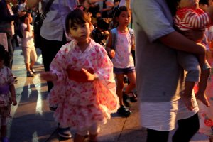 A cute little girl try to dance Hokkai Bon Odori