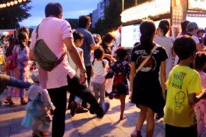 Pesta Hokkai Bon Odori yang meriah