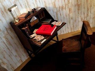 Насколько я поняла, это письменный стол Микки Мауса