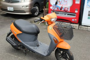 50cc scooter (Japanese drivers license or international drivers permit required) ¥2,000/day helmet included