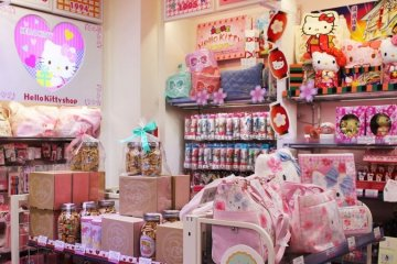 <p>Hello Kitty in Kiddyland</p>
