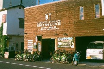<p>내리자마지 위치해 있는 자전거 렌탈샵입니다.&nbsp;</p>