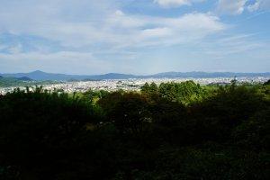 Au loin, Kyoto !