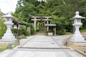 The gate to Asuka Niimasu Shrine