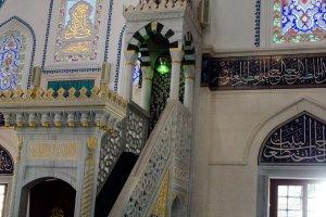 Mimbar Masjid, Penuh Ornamen Mozaik