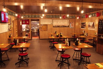 <p>The yatai (outdoor food stall) area re-creates the feel of being outside eating ramen in Fukuoka.</p>