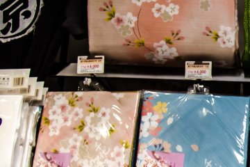 <p>Beautiful scarf with sakura pattern suitable for a souvenir</p>