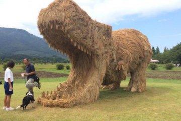 Dinossauros de Palha em Niigata!