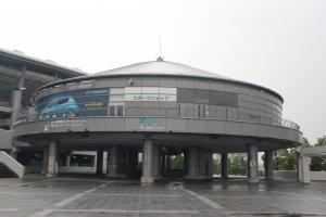 Площадка перед стадионом