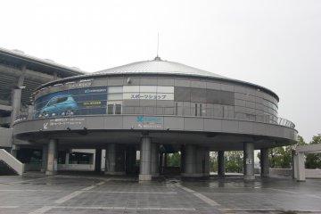 <p>Площадка перед стадионом</p>