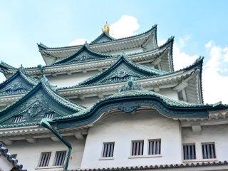 入城前看到傳統的屋頂的樣子
