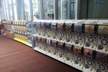 <p>A long row of gacha machines (small trinkets for about ¥200 - ¥400)</p>