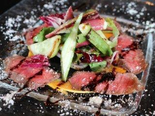 Карпаччо из говядины А5 из Йонэдзавы с итальянскими овощами из Кахоку-тё, Ямагата