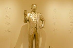 تمثال لصاحب اختراع الرامن