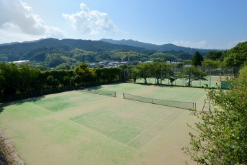 <p>There are five tennis courts, making it good for sports groups.&nbsp;</p>