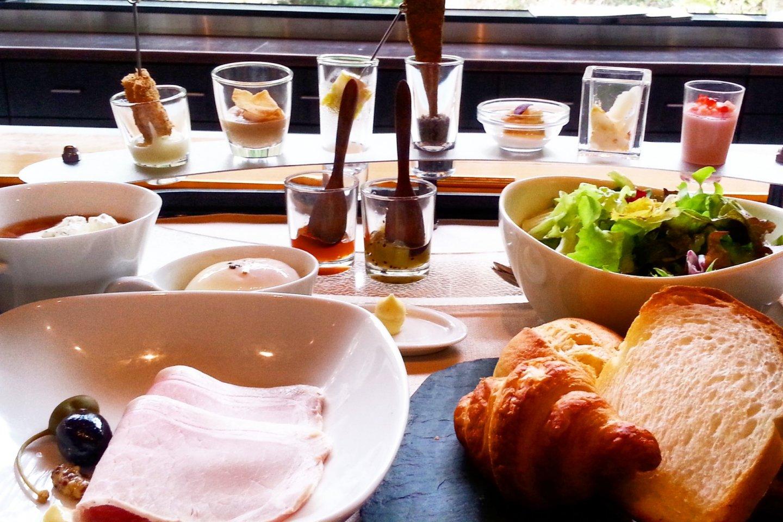 Breakfast in Lumiere.