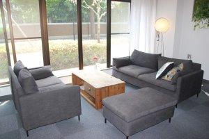 Комфортные диванчики в холле