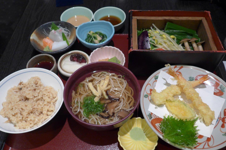 Semua set menu di Aoi masih segar dan lezat