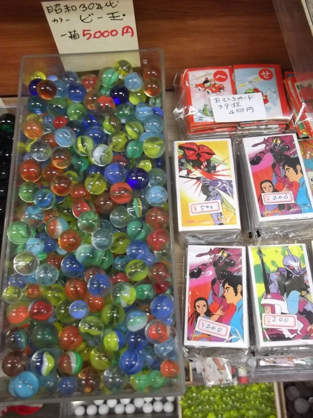 Marbles and collectors' cards