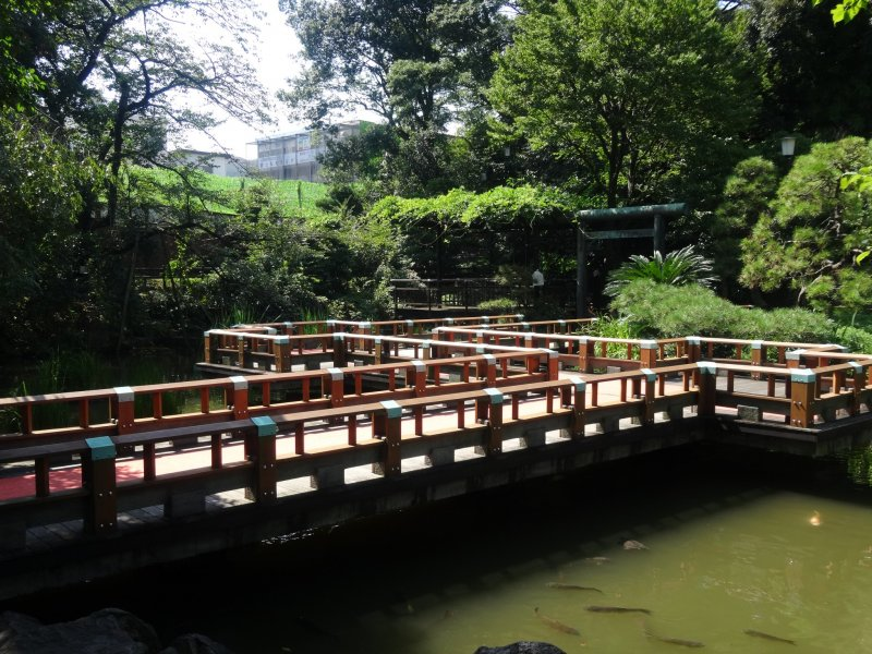 <p>A bridge in the small garden next to the Togo Shrine</p>