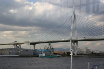 <p>Вид на мост Акаси-Кайкё</p>