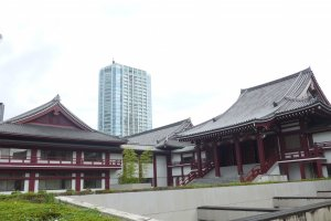Zojoji Temple is no where near the size it used to be, but it is still a big and prominent landmark in the area.
