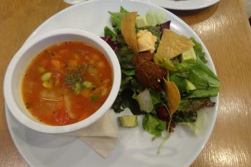 <p>The soup and salad lunch plate at Eat More Greens</p>