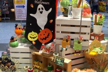 <p>На товары к Halloween - уже скидки</p>