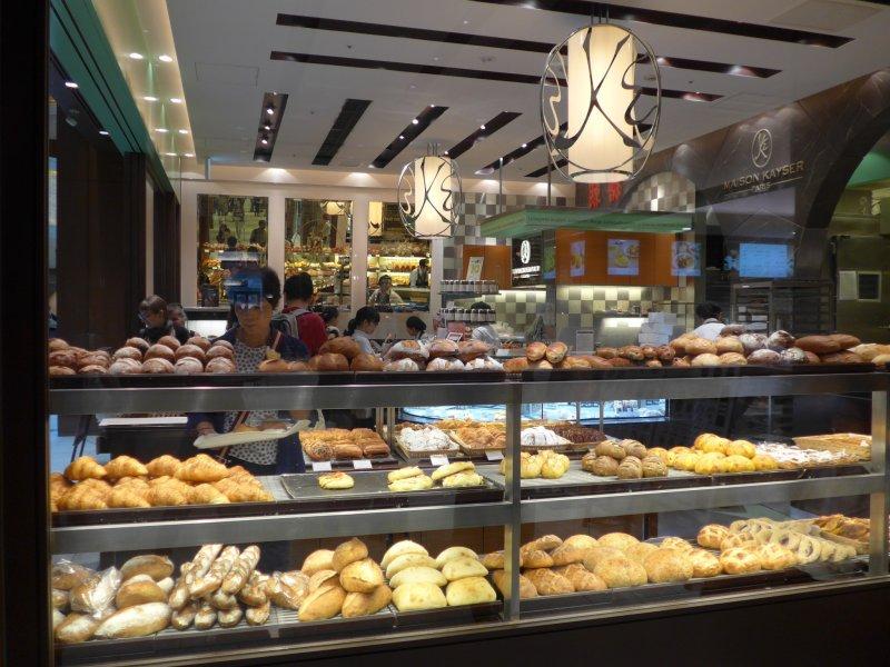 <p>Lots of tasty freshly baked goods at Maison Kayser.</p>