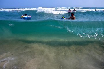 คลายร้อนที่หาดอิสุ ทาทาโดฮามะ