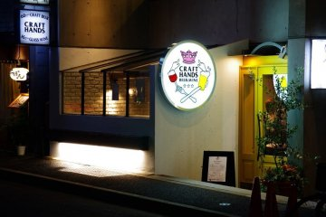 <p>Located strategically in big road and close to Azabu-juban subway station.</p>