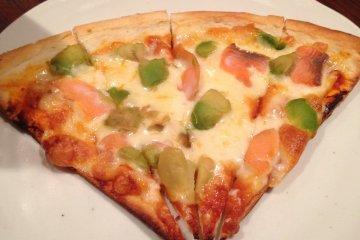 <p>Simple but tasty avocado salmon pizza.</p>