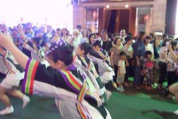 Фестиваль Ава-Одори в районе Кагурадзака