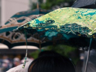 Yamaboko Junko, la grande parade du 17 juillet. Malheureusement, il pleuvait, mais au moins nous avons vu quelques beaux parapluies