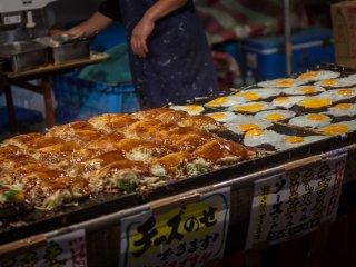 Les okonomiyaki, un savoureux pancake japonais