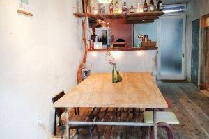 Lobi Toco Guesthouse yang kalau malam menjadi hidup dengan dibukanya bar