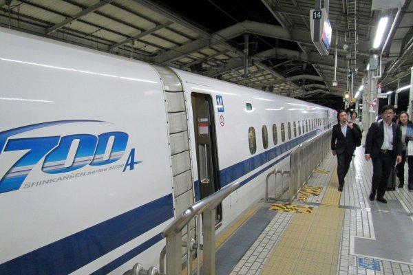 An N700 Nozomi Shinkansen at Kyoto Station