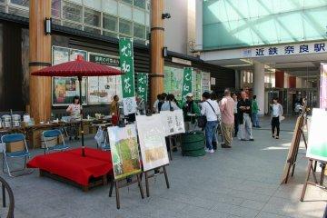 <p>The Appreciation of Yamato Cha event at the Gyoki Hiroba on the east side of Kintetsu Nara Station</p>