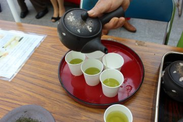 <p>Well prepared tea will have a consistent color from first pour to last</p>