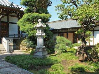 Taman dari kuil Renjo