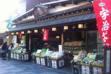 <p>Old shopfront that sells Uji tea and snacks</p>