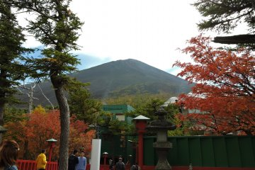 <p>Mount Fuji&#39;s peak, seen from the shrine at the 5th Station</p>