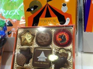 Коробка с шоколадными конфетами тоже радует оригинальностью