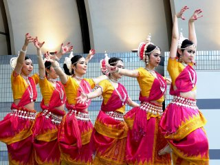 Один из видов классического индийского танеца - театральный танецбхаратанатьям