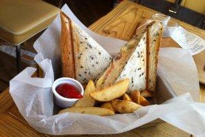 The tuna potato cheese melt set