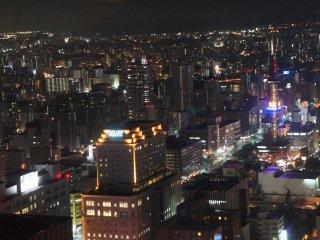 Terlihat TV Tower Sapporo di sebelah kanan!